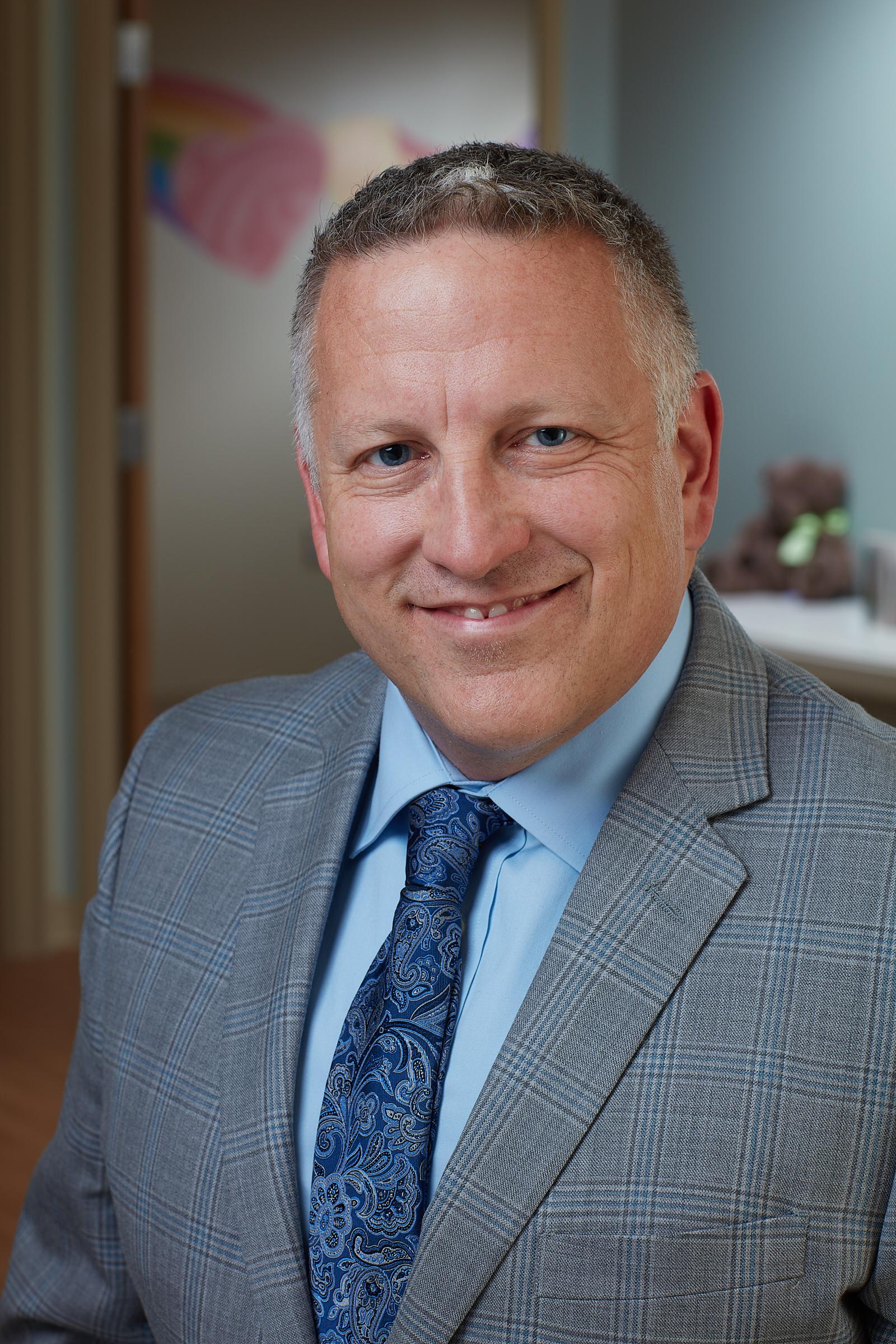 Dr. Stephen Hunter, MD